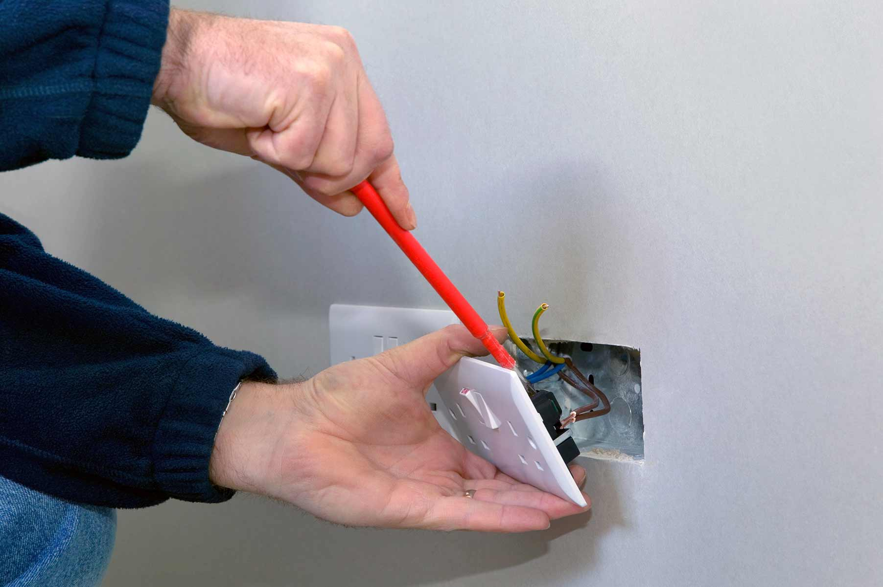Our electricians can install plug sockets for domestic and commercial proeprties in Heathrow and the local area.